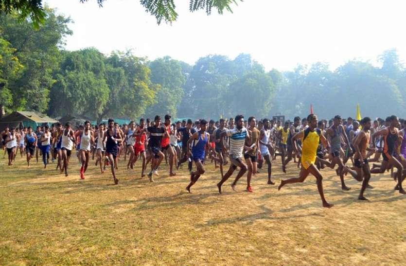 Sarkari Naukri: 8वीं, 10वीं और 12वीं पास युवाओं के लिए सुनहरा मौका, सिपाही समेत कई पदों पर भर्तियां