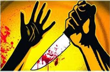 घर के बाहर खून व घसीटने के निशान देख कुएं पर पहुंचा पति, झांक कर देखा तो उड़ गए होश