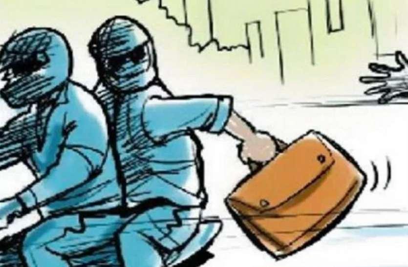एटीएम कैश वैन लूट की गुत्थी मात्र 10 घंटे में सुलझाने पर पुलिस टीम को गृहमंत्री ने किया पुरूस्कृत