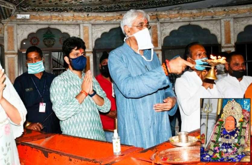 स्वास्थ्य मंत्री सिंहदेव ने मां बम्लेश्वरी के किए दर्शन, देश और प्रदेशवासियों की अच्छी सेहत की कामना की