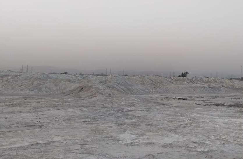 बलियरी में प्रदूषण का दंश झेल रहे ग्रामीण, जरा सी हवा में उठ रहा धूल का गुबार