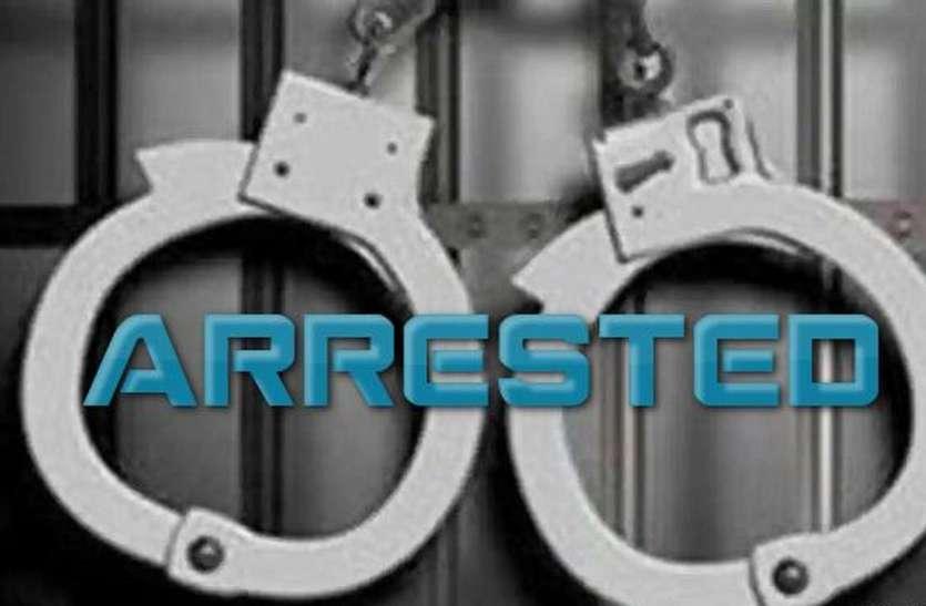 शोरूम से कपड़े चुराने के चार आरोपी गिरफ्तार