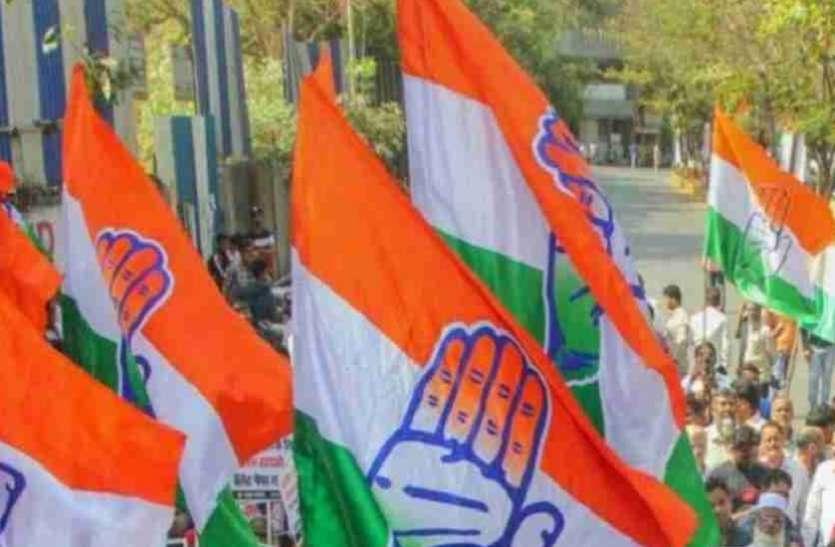 कांग्रेस ने पुलिस पर अवैध वसूली और बदसलूकी का लगाया आरोप, किया प्रदर्शन