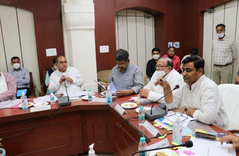 जनसहभागिता से संबंधित योजनाओं में जनप्रतिनिधियों से राय लें अधिकारी - डोटासरा
