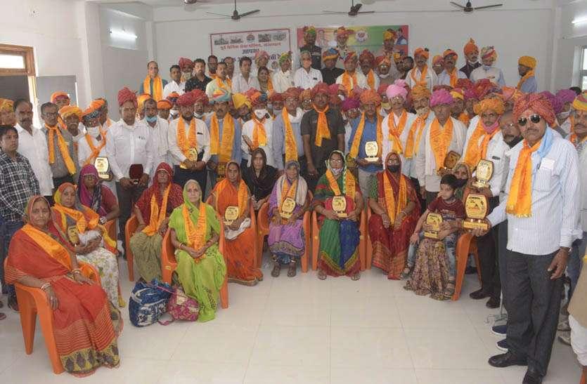 शिवाजी महाराज की पुण्यतिथि पर वीरांगनाओं ओर पूर्व सैनिकों का किया सम्मान