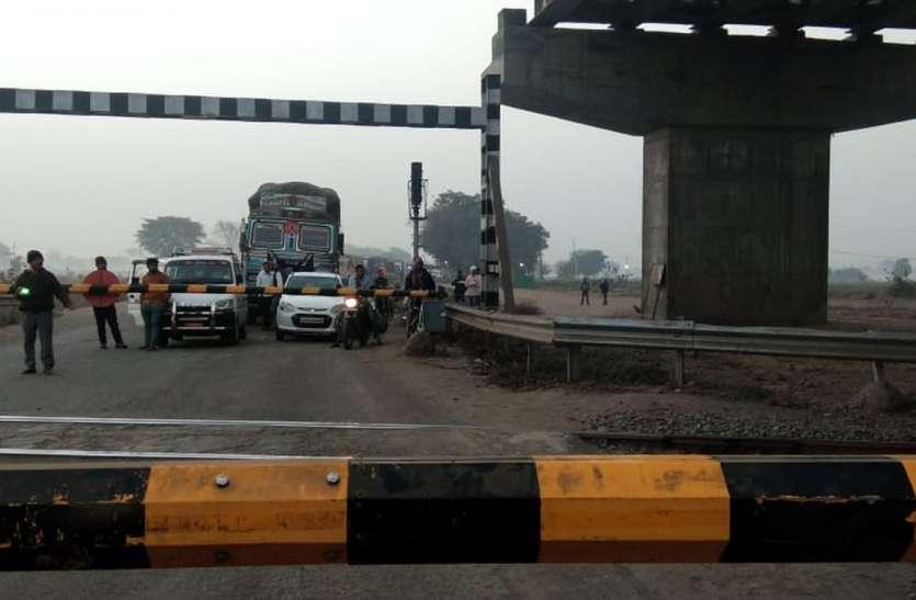 आए दिन कालापत्थर रेलवे फाटक बंद होने से लगता है जाम, चालक परेशान