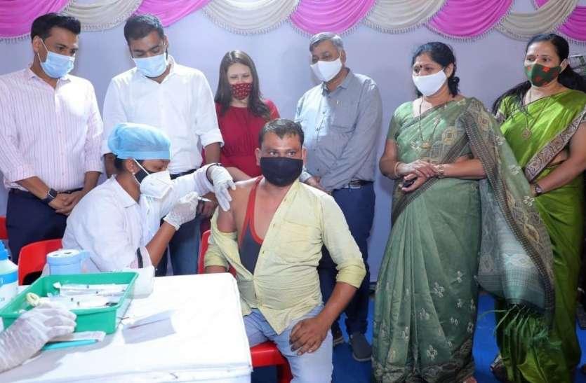 SURAT NEWS DAYRI: औद्योगिक संस्थान में टीकाकरण