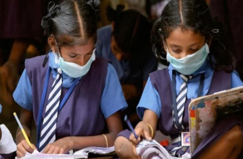 Coronavirus: महाराष्ट्र सरकार का बड़ा फैसला, बिना परीक्षा के ही प्रमोट होंगे इस कक्षा तक के छात्र