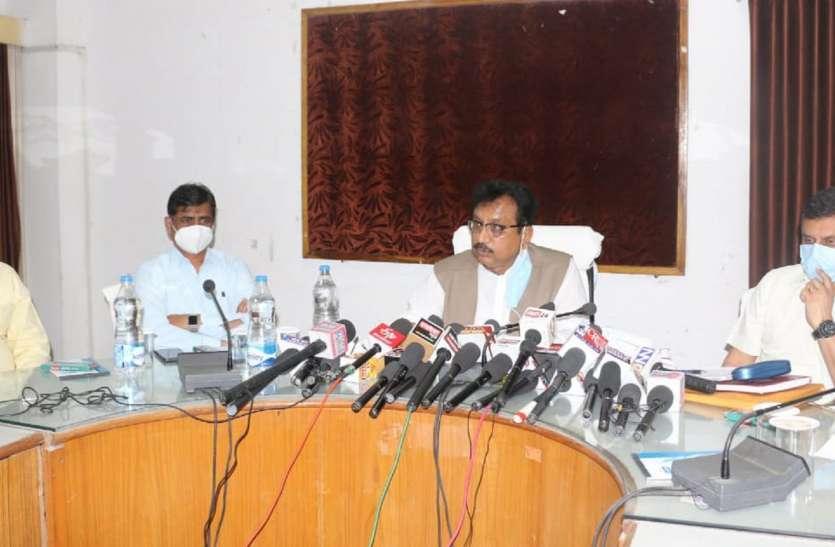 वनमंत्री ने कहा : बढ़ते बाघों को करेंगे अलग शिफ्ट, फायर फाइटर हवाई जहाज का भेजेंगे प्रस्ताव