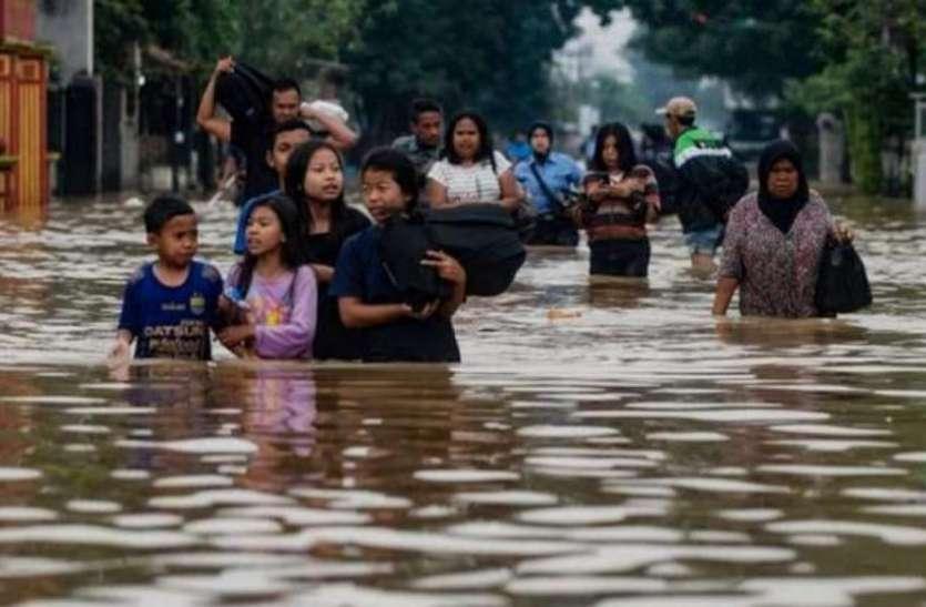 इंडोनेशिया: भारी बारिश के बाद बाढ़ और भूस्खलन से तबाही, अब तक 44 लोगों की मौत, हजारों बेघर