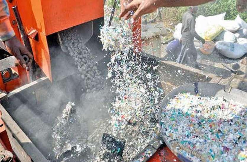 वाराणसी में खुला अनोखा बैंक, पैसे की जगह डाला जाता है कचरा,रोजाना दो टन पॉलीथिन होता है इकट्ठा