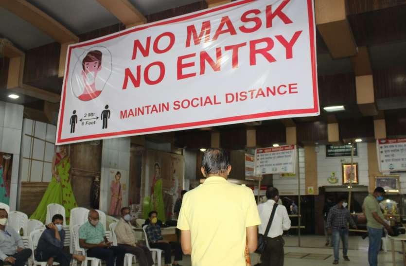SURAT KAPDA MANDI: सख्ती के बीच मार्केट में प्रवेश, प्रशासन भी रहा सतर्क