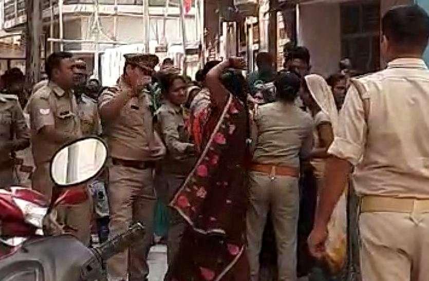 योगी के मंत्री के घर महिलाओं का हंगामा, धक्का-मुक्की और हाथापाईं, समर्थकों व पुलिस पर कराया एफआईआर