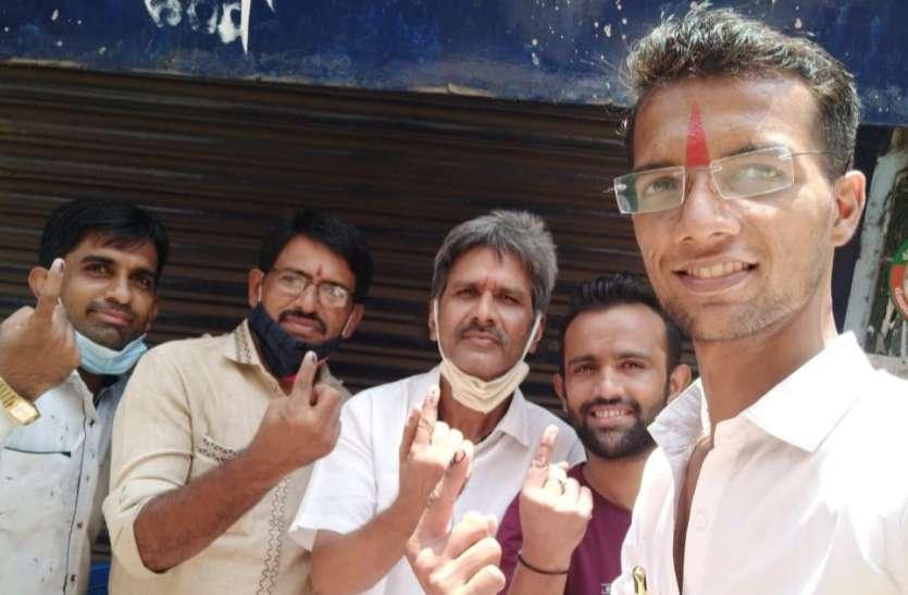 Tamil Nadu Assembly Election 2021: साहुकारपेट में दिखा मतदाताओं में उत्साह, कई मतदान केन्द्रों पर लम्बी लाइनें