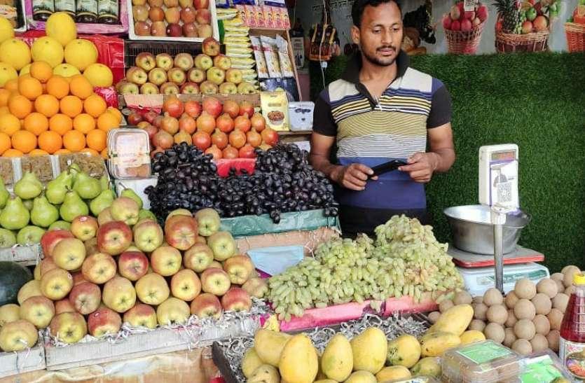 नवरात्र से पहले पंचायत चुनाव ने बढ़ा दिए फलों के दाम, 150 रुपये प्रति किलो तक पहुंचा सेब