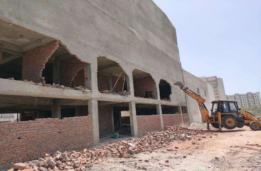 जगतपुरा में 5 मंजिला 16 फ्लैट्स में अवैध निर्माण ध्वस्त