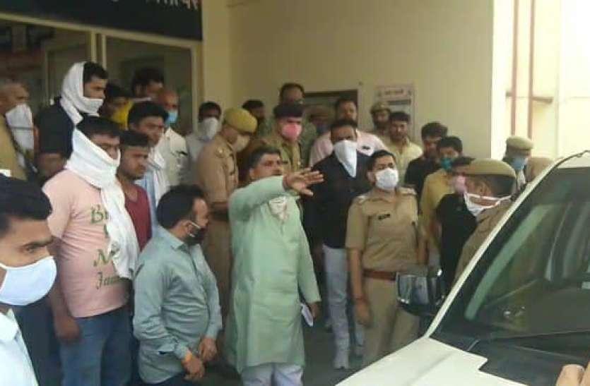 SOG और CO पर लगे हमले के आरोप तो SP ने आनन-फानन में BJP नेता को दी सुरक्षा