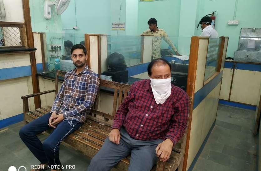 मानपुर में यूको बैंक शाखा प्रबंधक व कैशियर को रिश्वत लेते रंगे हाथ दबोचा