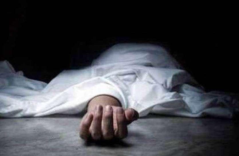 पीट-पीटकर पत्नी की हत्या कर पति हुआ फरार