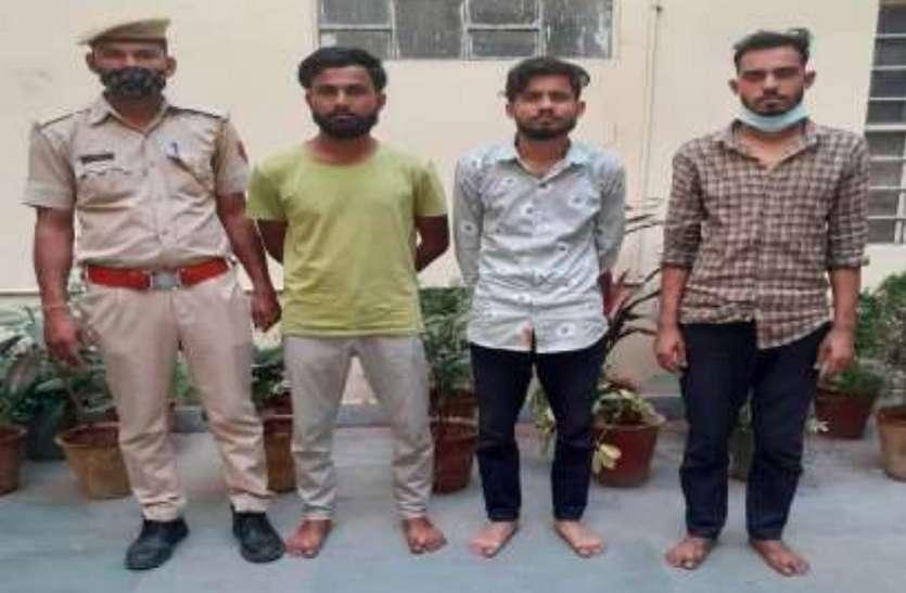 पर्स और मोबाइल छीनने वाले तीन बदमाश गिरफ्तार
