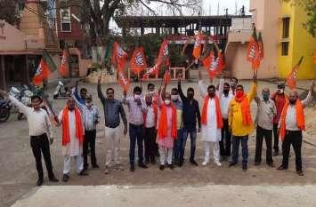 राजनीतिक कार्यक्रमों व रेलवे स्टेशन के बाहर गाइडलाइन का उल्लंघन