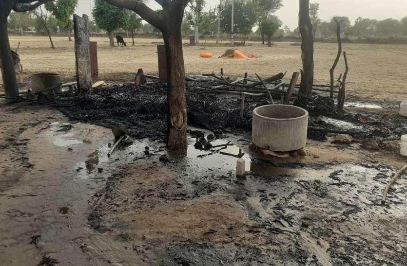छप्परपोश में आग से एक जना झुलसा, हजारों रुपए का सामान जला