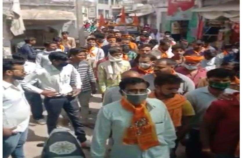 प्रशासन व विहिप कार्यकर्ताओं में तकरार,भगवा रैली के जरिए गोशाला का हिस्सा हटाने का विरोध
