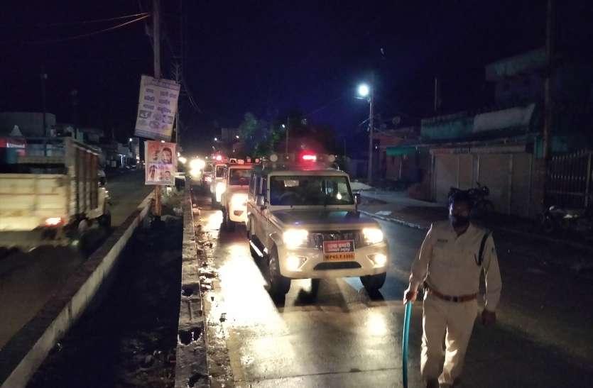 पुलिस की बजी सायरन तो दुकानों के बंद हुए शटर, अधिकारियों की मौजदूगी में 60 घंटे का लगा लॉकडाउन