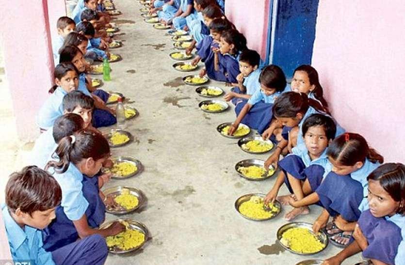 अंग्रेजी स्कूलों में नहीं कोम्बो पैक, हिंदी माध्यम के विद्यार्थी घर बैठे चख रहे पोषाहार