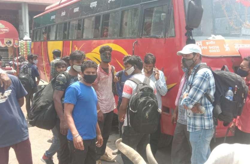 मप्र,महाराष्ट्र में लॉकडाउन, घरों की तरफ दौड़ रहे प्रवासी मजदूर