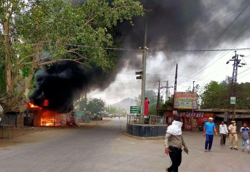 baran news, baran police, chhabra ruskus, police petroling, curfew, धारा 144, firing, fire