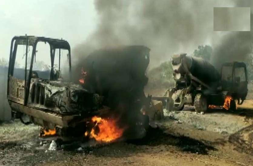 छत्तीसगढ़: नक्सलियों ने बीजापुर में एक बार फिर किया हमला, पांच वाहनों में लगाई आग