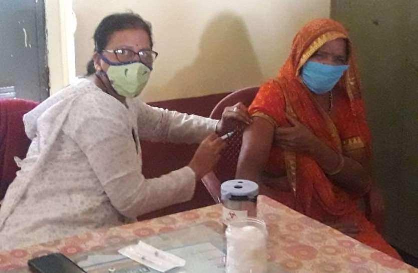 प्रतापगढ़. जिले में खत्म होने लगे कोरोना टीके