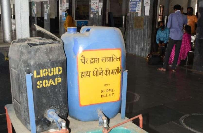 विदिशा रेलवे स्टेशन पर लिक्विड सोप मशीन बनी डस्टविन