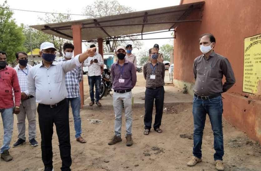 गेहूं खरीदी : कलेक्टर ने किया केन्द्रो का निरीक्षण, सोसाइटी जैतपुर के जर्जर भवन को जेसीबी लगाकर हटवाया