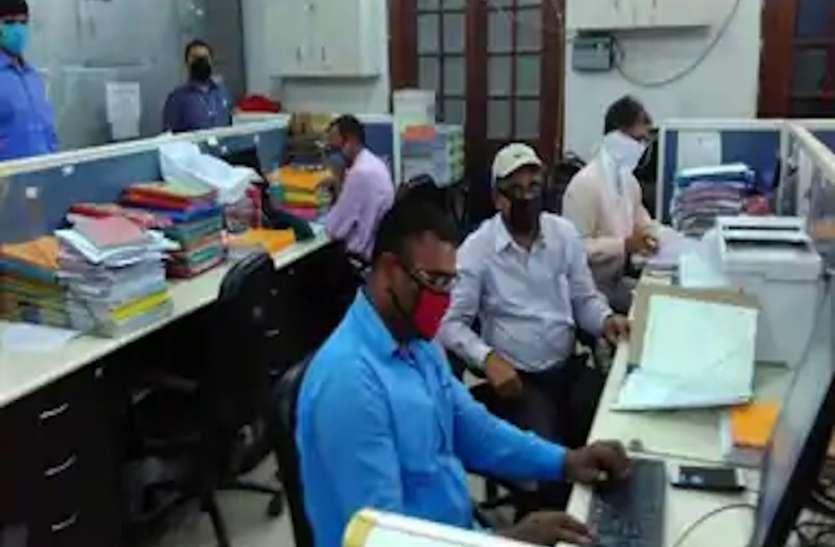 सरकारी और प्राइवेट ऑफिस में घटेंगे कर्मचारी, कोरोना की दूसरी लहर को देखते हुए शासन ने तैयार की नई गाइडलाइन