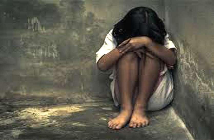 11 साल की बच्ची के साथ खेत में बलात्कार, चरवाहे को देखकर मौके से मुंह छिपाकर भागा युवक
