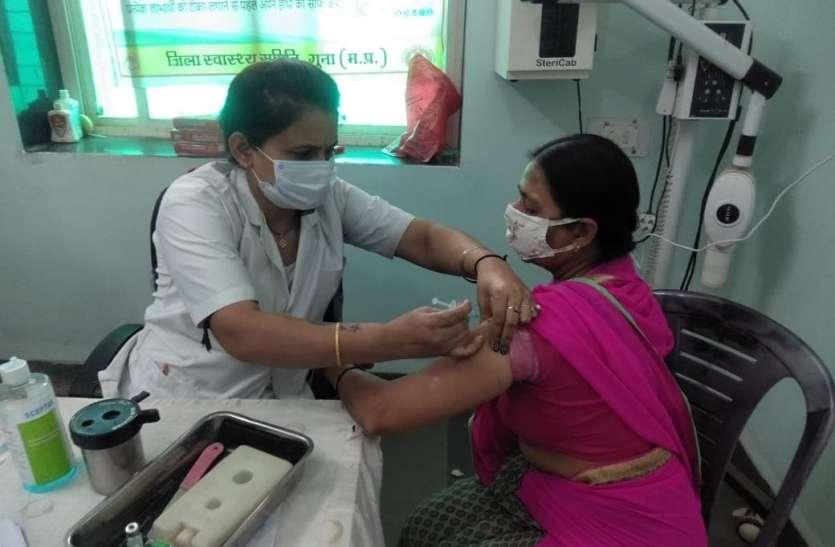 शहरी क्षेत्रों में संपूर्णं वैक्सीनेशन किया जाए : कलेक्टर