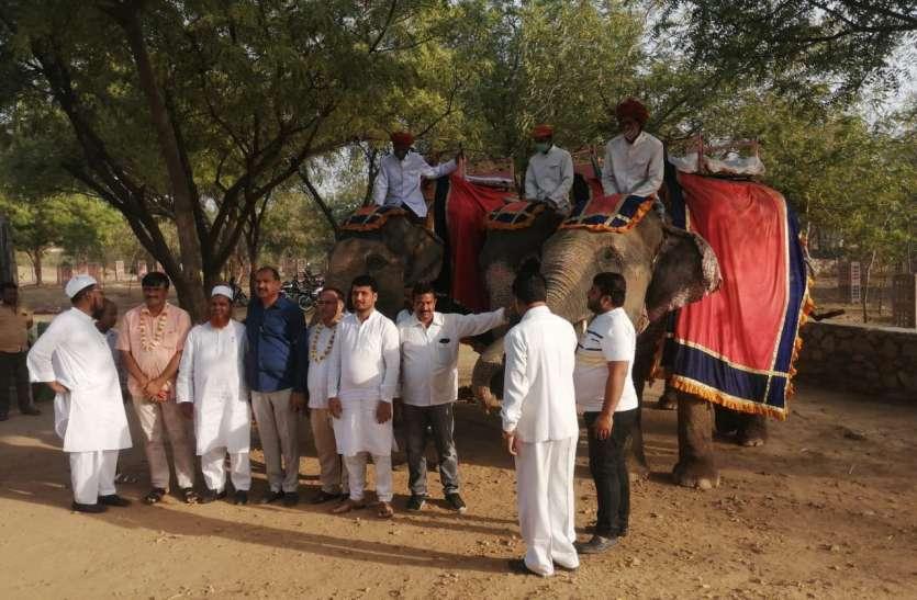 बाड़ेबंदी से निकल हाथी सवारी की, आमेर महल भी घूमा