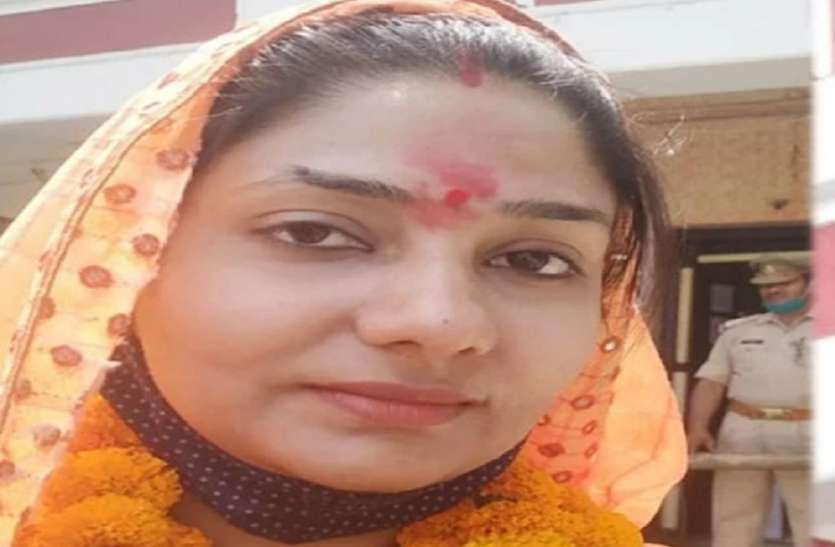 Panchayat Election Update: आरक्षण में मिला मौका तो नौकरी छोड़ चुनाव मैदान में उतरी महिला