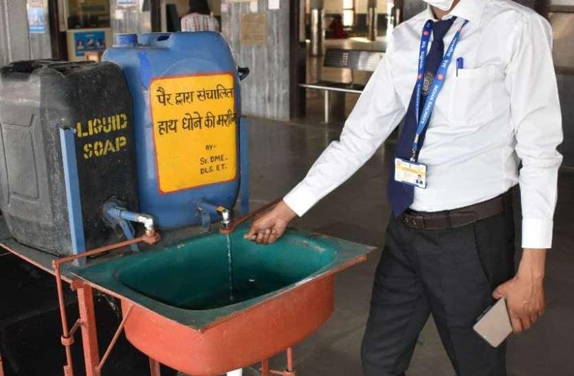 डीआरएम का संदेश आया और सुधर गई विदिशा स्टेशन की व्यवस्था