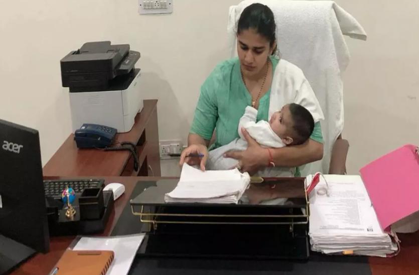 3 माह के बेटे को लेकर काम पर लौटीं बबीता फोगाट, तस्वीर शेयर कर लिखा- जिम्मेदारियां और मजबूत बनाती हैं
