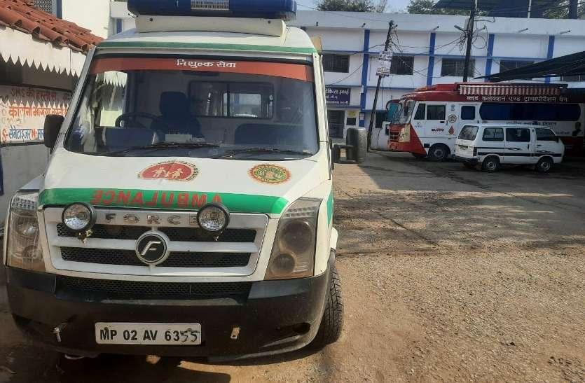 कोरोना पॉजिटिव को अस्पताल पहुंचाने एंबुलेंस की सुविधा भी नसीब नहीं