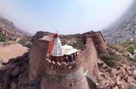 मां दुर्गा के मंदिरों में नहीं, दिलों में दिखा इस बार उत्साह...