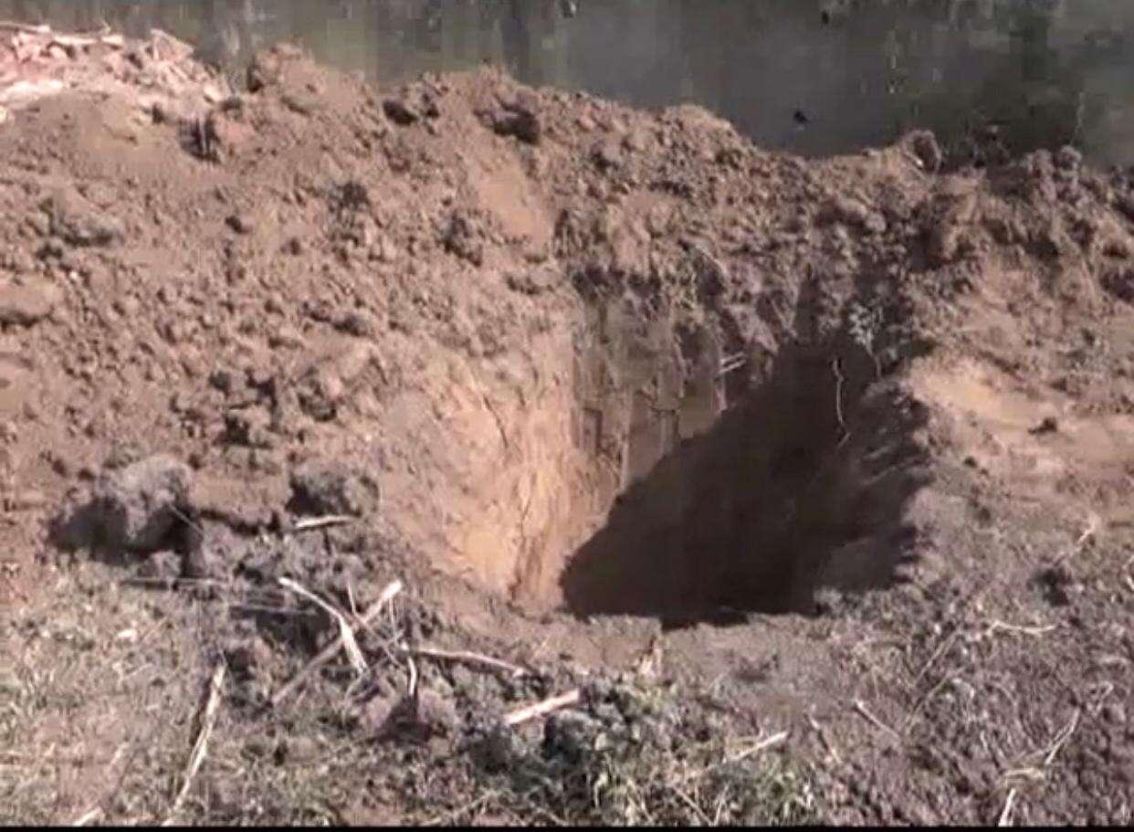 covid 19 : कोरोना की काली सूरत : कब्रिस्तानों में भी तैयार की जा रही हैं कब्रें
