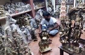 Chaitra Navratri 2021: कोरोना और महंंगाई की मार से पीतलनगरी का मूर्ति कारोबार हुआ ठप