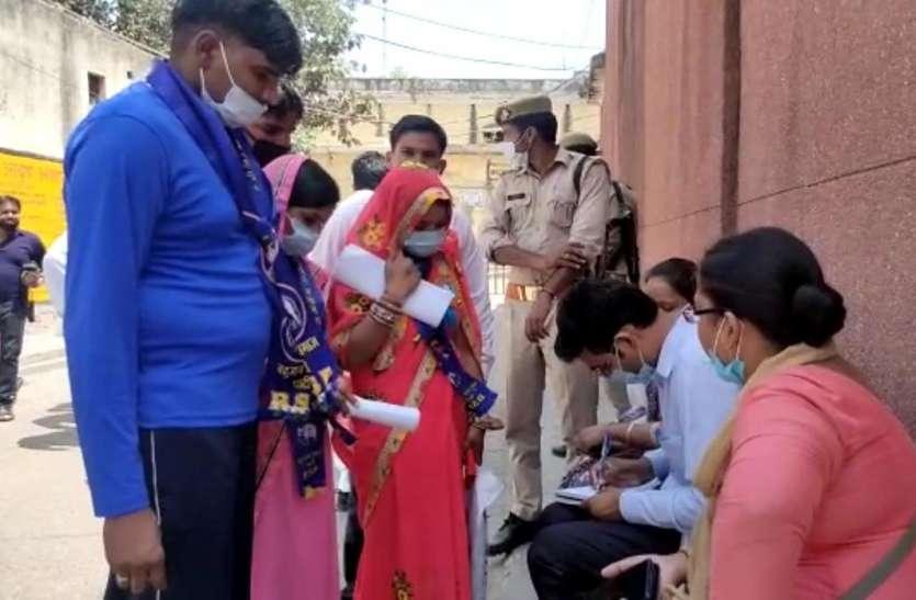 Panchayat Chunav: परिवार के 3 लोगों की हो चुकी हत्या, अब जनता के बीच जाकर मांगेगा न्याय