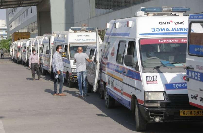 Corona: गुजरात हाईकोर्ट ने कहा, कोरोना मरीजों को एंबुलेंस के लिए इंतजार नहीं करने दिया जाए
