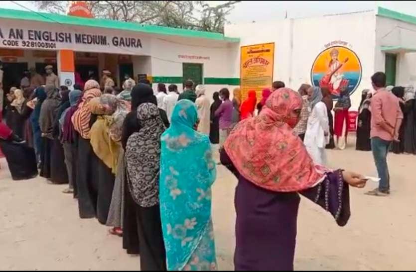 पंचायत चुनाव की वोटिंग शुरू, मतदान करने पहुंच रहे लोगों पर प्रशासन की पैनी नजर