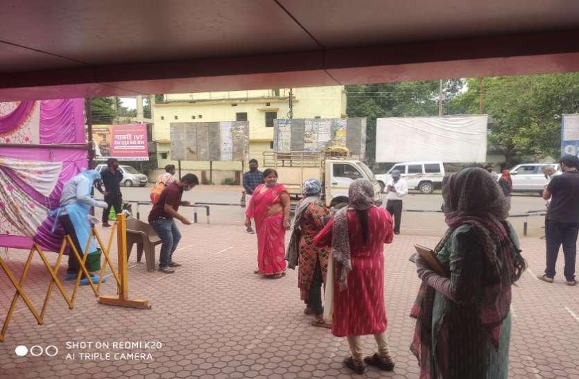 रेलवे स्टेशन में 177 यात्रियों की हुई जांच, 14 मिले पॉजिटिव